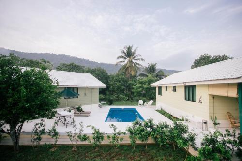 Ein Blick auf den Pool von der Unterkunft Villa Tiga (v3) @ Datai Valley oder aus der Nähe