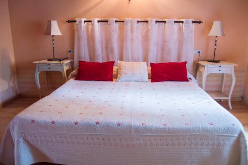 A bed or beds in a room at Casa Rural Anxeliña