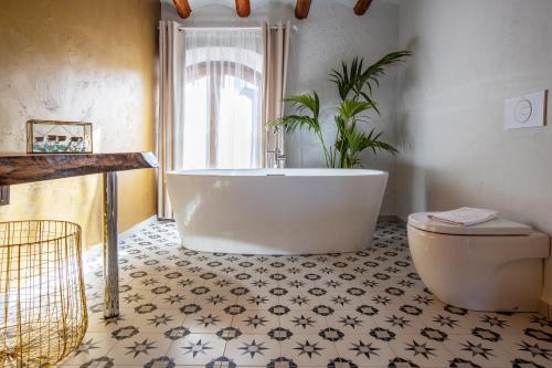 A bathroom at El Palauet del Priorat