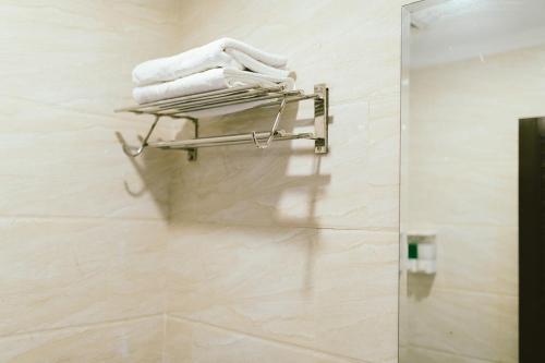 A bathroom at Barelang Hotel Nagoya Batam