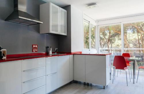 A kitchen or kitchenette at Pine Paradise by Seasidehomes