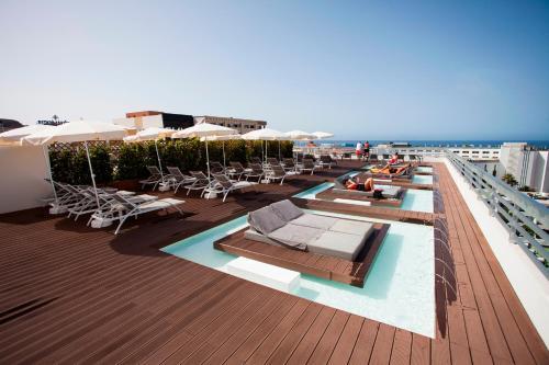 Het zwembad bij of vlak bij Coral Suites & Spa - Adults Only