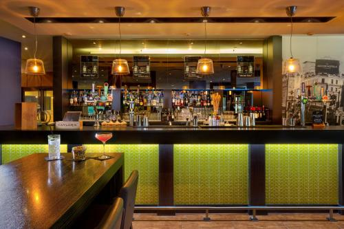 The lounge or bar area at Novotel London West