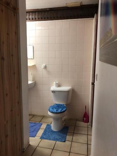 Um banheiro em Chez Will et Wendy MATAVAI