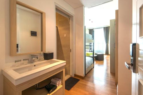 A bathroom at Yan's House Hotel
