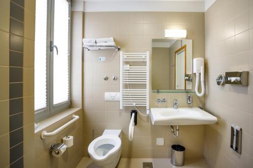 A bathroom at Hotel Jadran