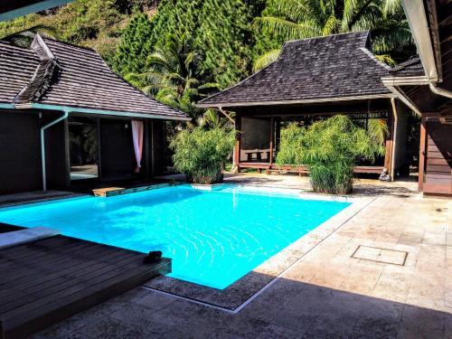 A piscina localizada em Pool Mountain Moorea ou nos arredores