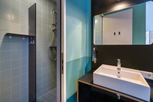 Salle de bains dans l'établissement Stayokay Hostel Amsterdam Vondelpark