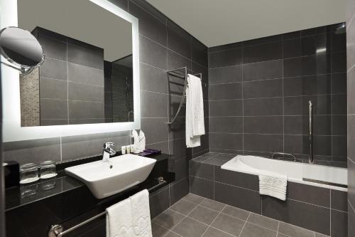 A bathroom at Park Regis Business Bay