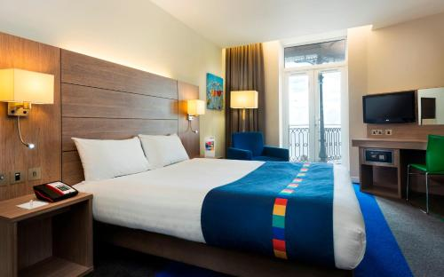 A bed or beds in a room at Park Inn by Radisson Palace