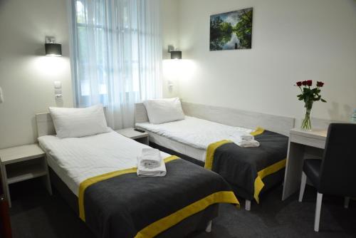 Łóżko lub łóżka w pokoju w obiekcie Centrum Restauracyjno-Hotelowe Florres