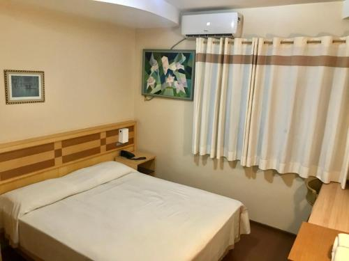 A bed or beds in a room at Hotel Solarium Express