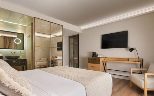 Telewizja i/lub zestaw kina domowego w obiekcie Hotel Antigua Palma - Casa Noble