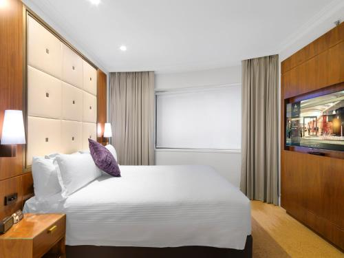 A bed or beds in a room at Amora Hotel Jamison Sydney