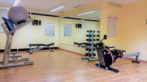 The fitness center and/or fitness facilities at relexa Waldhotel Schatten