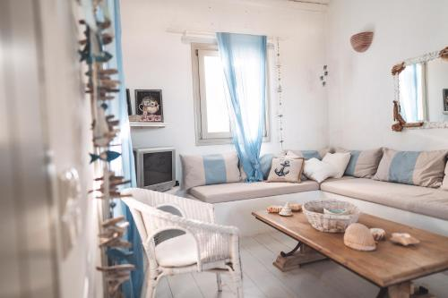 A seating area at Traditional Paros House
