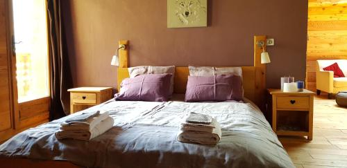 A bed or beds in a room at Chalet Ciamarella