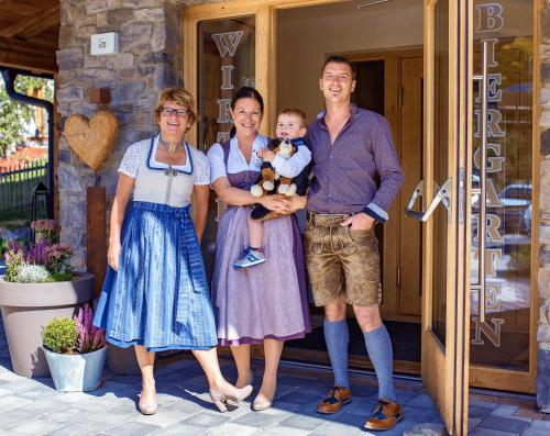 A family staying at Appartements Liebe Heimat