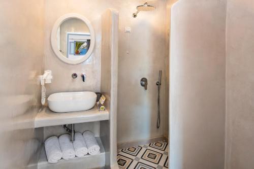 Ένα μπάνιο στο Ξενοδοχείο Ακρωτήρι