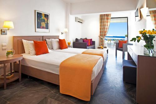 A bed or beds in a room at Hotel Perrakis