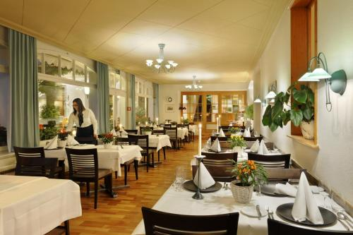 A restaurant or other place to eat at Hotel Beausite Budget