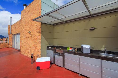 A kitchen or kitchenette at 122 Plaza Apartahotel