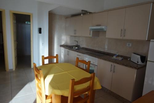 Cucina o angolo cottura di Apartamentos El Sombrero