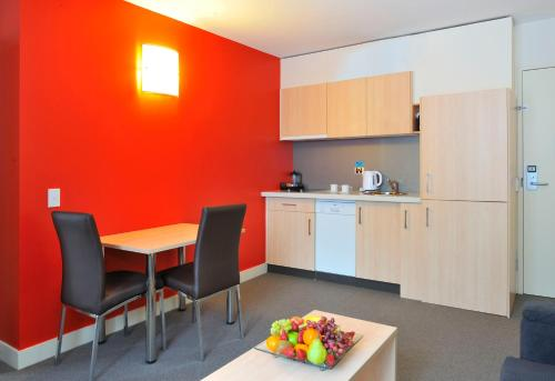 A kitchen or kitchenette at Metro Apartments On Bank Place