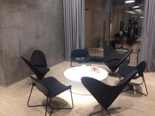 A seating area at SOFISTICACAO Y LUXO PRACA DA REPUBLICA CON VAGA Y NETFLIX