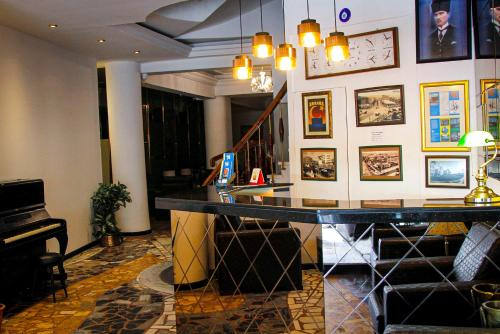 The lobby or reception area at Hotel Yeni