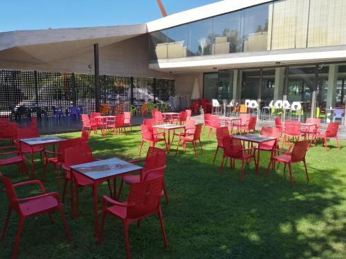 A restaurant or other place to eat at albergue rural vía de la plata