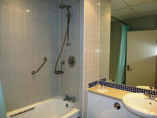 A bathroom at Lodge At Leeming Bar