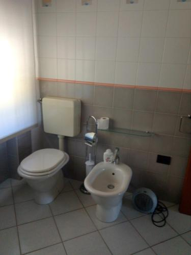 A bathroom at B&B Da Bona