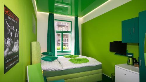 Letto o letti in una camera di Apartment COLOURS - your 7 colour experience in centre of Prague