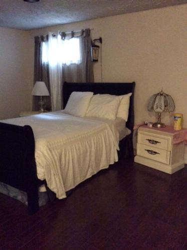 A bed or beds in a room at Private property with guest rooms