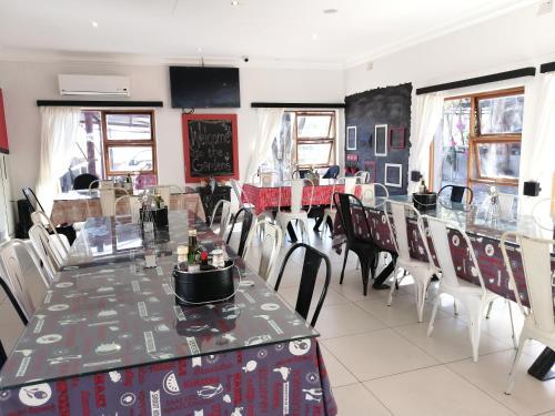Um restaurante ou outro lugar para comer em Windhoek Gardens Boutique Hotel