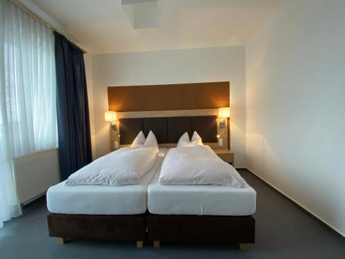 Ein Bett oder Betten in einem Zimmer der Unterkunft Hotel Herbstein