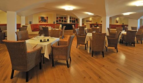 A restaurant or other place to eat at Pestana Viking Beach & SPA Resort