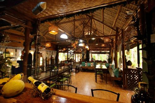 A restaurant or other place to eat at Villa Khadine Grand Vista Resort