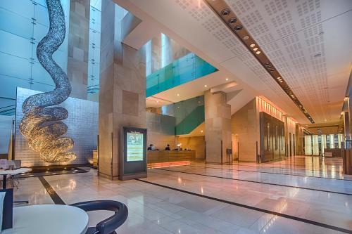 Hilton Sydney tesisinde lobi veya resepsiyon alanı