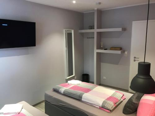 Ein Bett oder Betten in einem Zimmer der Unterkunft Pension L&N