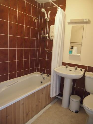 A bathroom at The Kelvin Hotel