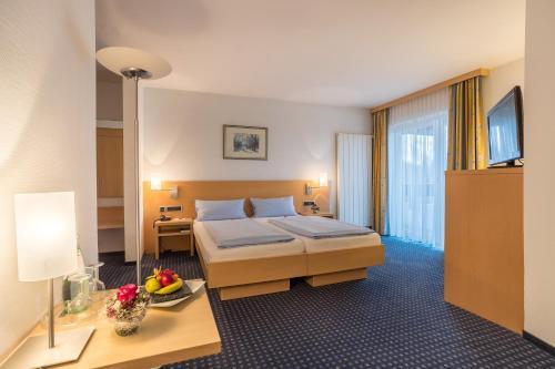 Ein Bett oder Betten in einem Zimmer der Unterkunft Sporthotel Grünberg