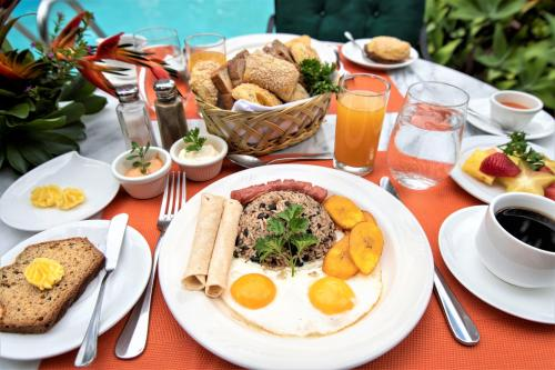Breakfast options available to guests at Hotel Casa Turire