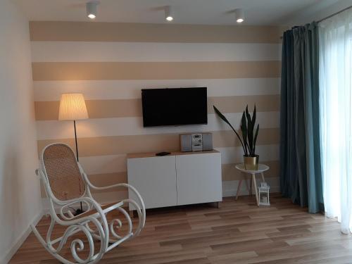 A television and/or entertainment center at Apartamenty Katrin