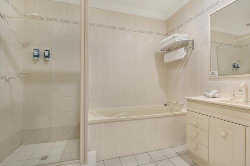 A bathroom at Wollongong Serviced Apartments