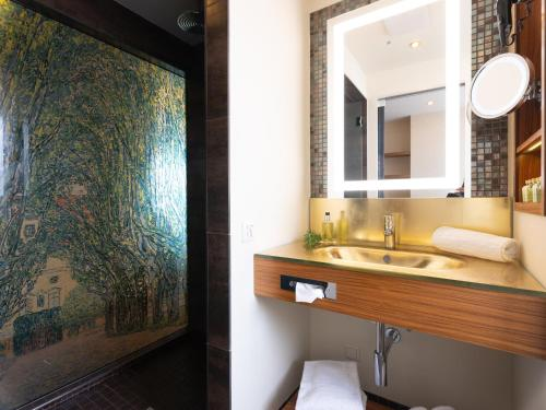A bathroom at Hotel Josefshof am Rathaus
