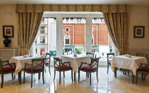 Een restaurant of ander eetgelegenheid bij Hotel Atlántico