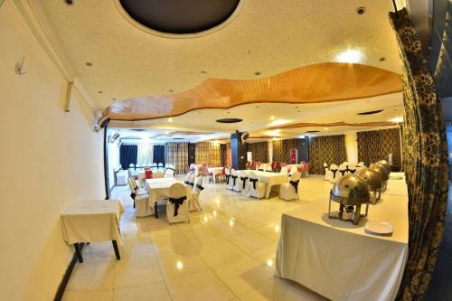 A restaurant or other place to eat at Ballagio Isb