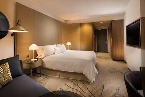 A bed or beds in a room at The Westin Brisbane
